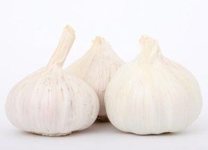 maschera per capelli grassi all'aglio